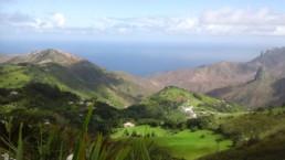 Cette petite île volcanique de 122 km2 présente de splendides paysages à la végétation méditerranéenne et aux falaises - parfois escarpées - tombant à pic dans l'Océan Atlantique.